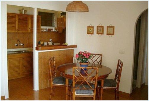 Dining area apartment 32