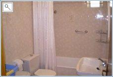 Bathroom/shower room downstairs