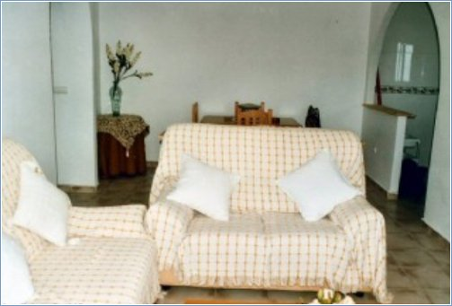 Spacious Lounge with satalite TV an