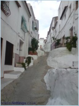 Calle De La Hoz, Oldest street