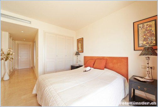 Master bedroom Ensuite - View 2