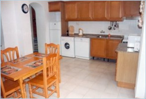 Large kitchen/breakfast room with full amenities