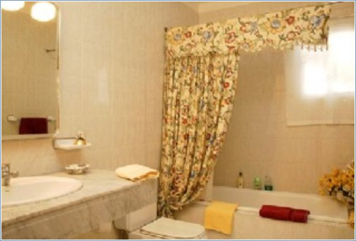 Bathroom en suite 02