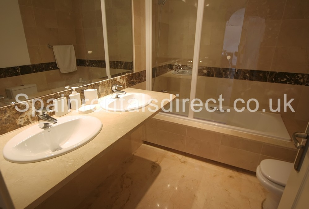 Rent apartment calahonda las palmeras de calahonda for Bathroom showrooms costa del sol