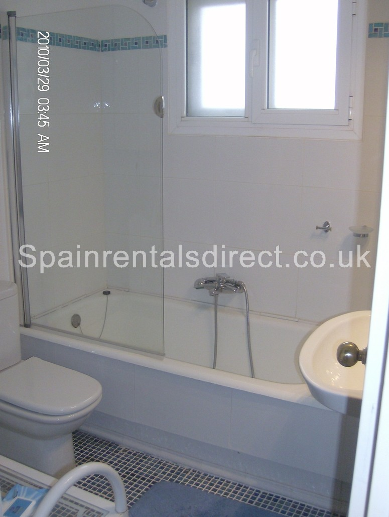 Fuengirola apartment rentals los boliches for Bathrooms fuengirola
