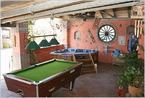 Terrace pool table and jacuzzi