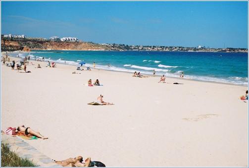 Enjoy the beautiful beach at La Glea just 5 minutes away .