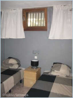 Bedroom with twin beds AIR CONDITIONED