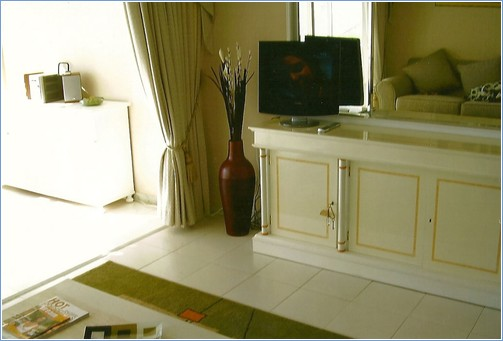 Lounge/tv/dvd with double pull out bed