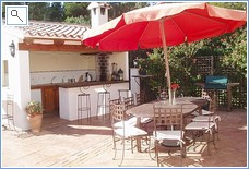 Outside bar/kitchen and al fresco dining area