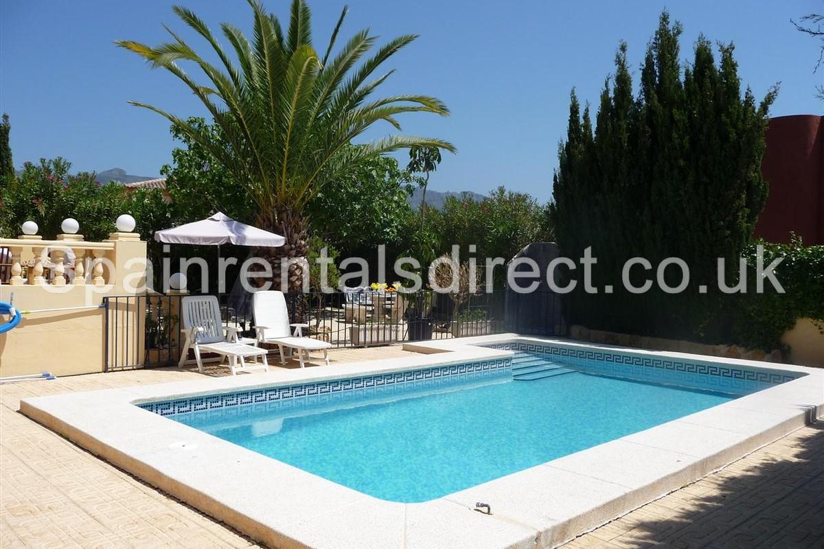 Benidorm rental villa la nucia for Villas in uk with swimming pool