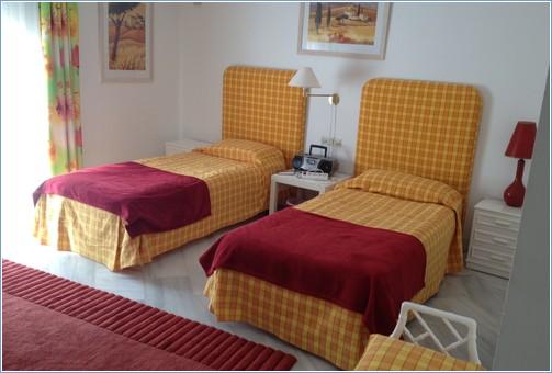 Twin Bedroom en Suite, ample storage and wardrobe space