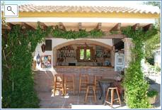 Bar & Outside Kitchen
