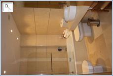 Bathroom en suite main bedroom