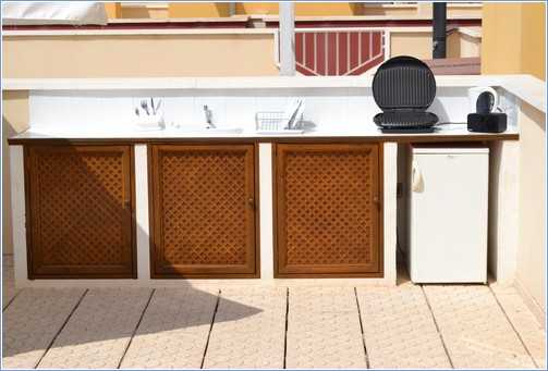Independent roof terrace Kitchen with Fridge,Grill &Crockery