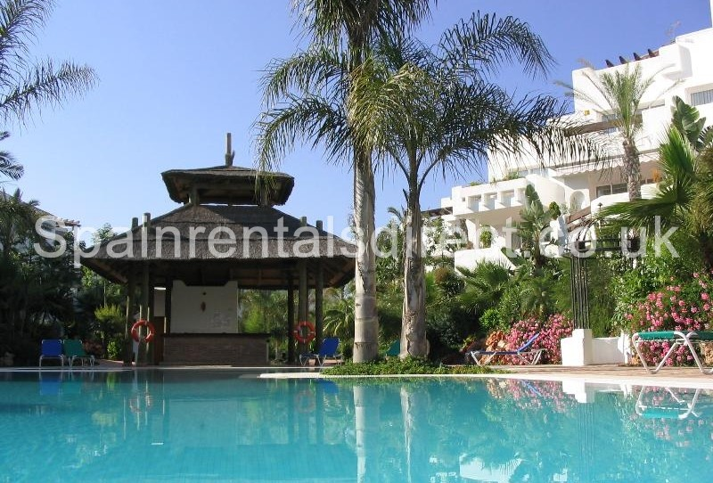 Marbella rental apartment puerto banus jardines de aldaba for Jardines del puerto puerto banus