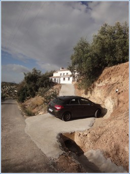 The drive to the villa and the car parking spaces