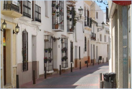 Fantastic Central Nerja Location   Walk To Everything   Lovely Private  Courtyard Townhouse   5537