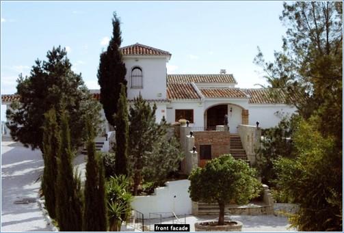 Upper driveway view of part of Arca de Noe