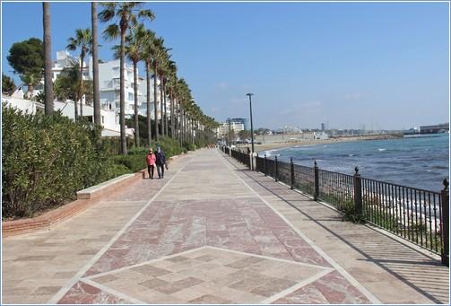 Promenade to the Fishing Port.